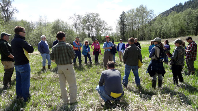 Photo of Students in Eastern Washington learn how to rate wetlands